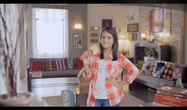 Palak Pe Jhalak - Music Video