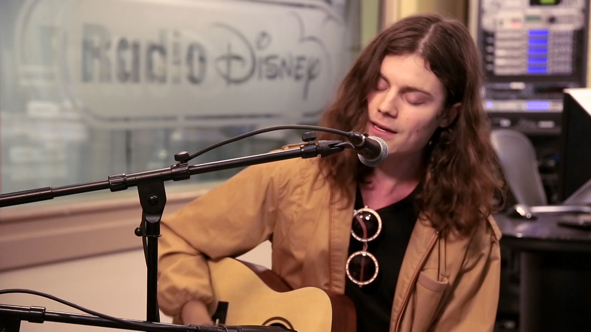 "BØRNS ""Electric Love"" (Acoustic) | Radio Disney"