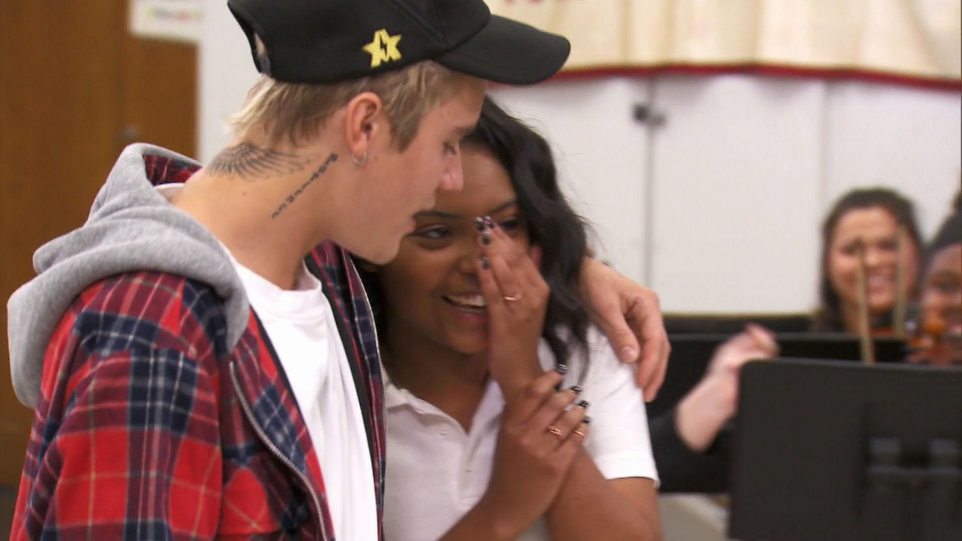 Justin Bieber Sings with a Fan at the 2016 RDMA | Radio Disney Music Awards | Radio Disney