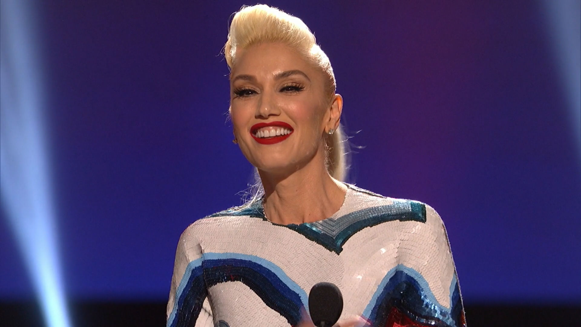 Gwen Stefani Hero Award at the 2016 RDMA | Radio Disney Music Awards | Radio Disney