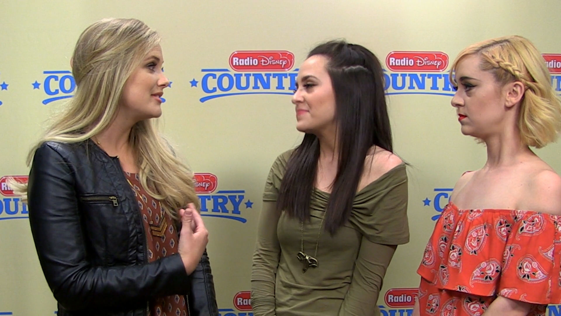 Megan and Liza: Truth or Dare | Radio Disney Country