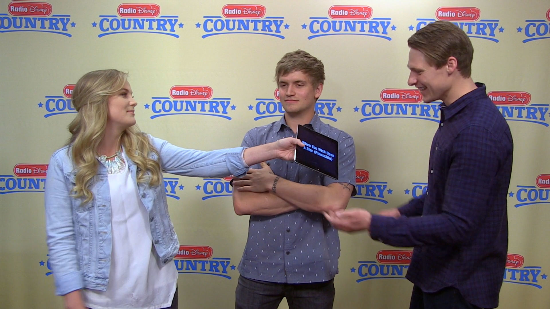 Levi Hummon Humming Challenge | Radio Disney Country