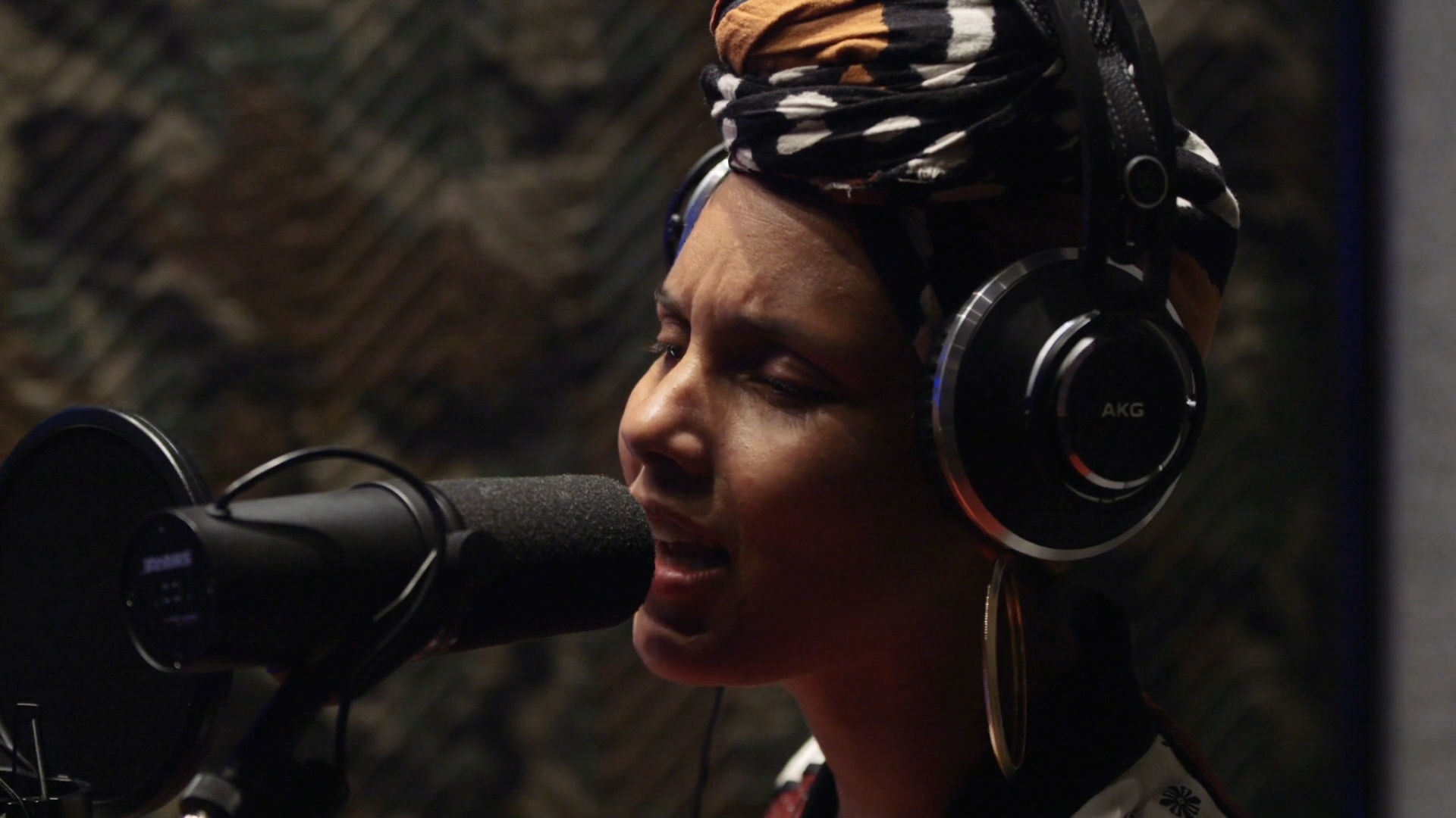 """Queen of Katwe - Alicia Keys """"Back To Life"""" Featurette"""