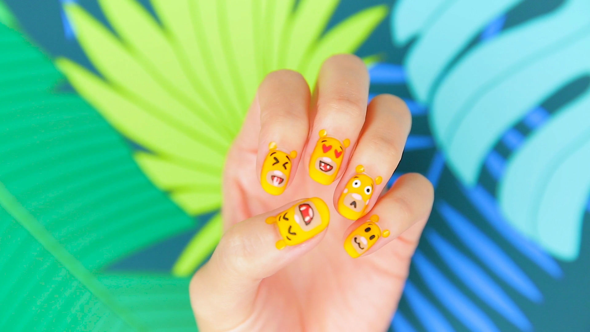 Simba Emoji Nails with Steph Stone   TIPS   Disney Style