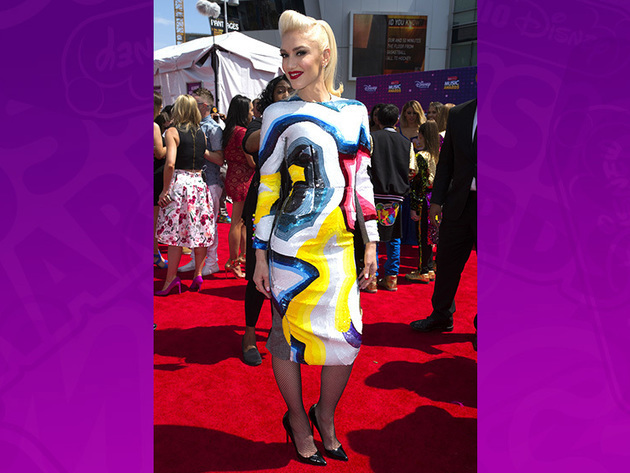 Loving Gwen Stefani's fashion! She's being honored with the 2016 RDMA Hero Award!