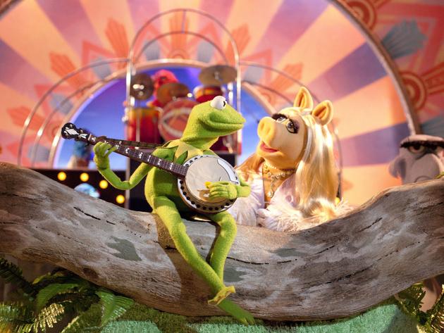 Kermit and Miss Piggy sing a long-awaited duet.