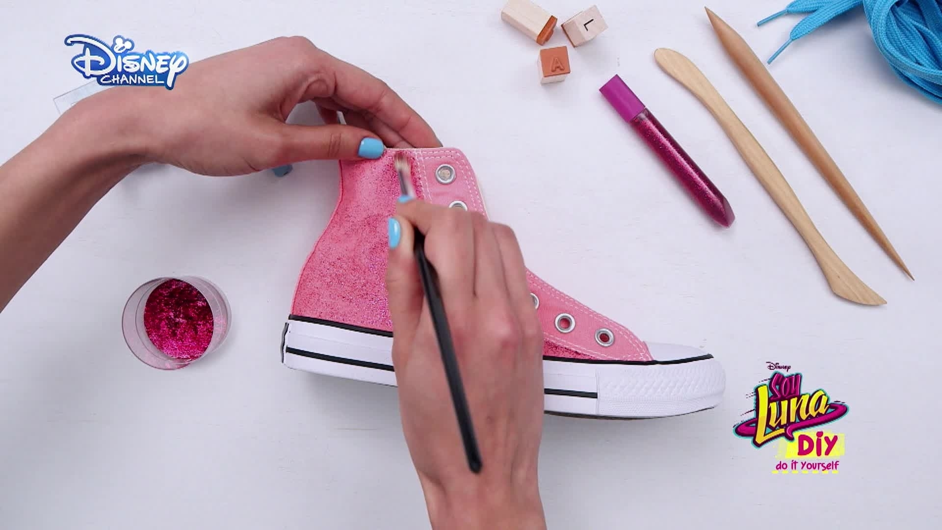Soy Luna DIY: Fashion & Beauty - Zapatos lunatizados