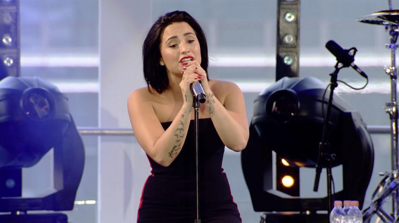 """""""Stone Cold"""" (Live in Brazil) - Demi Lovato"""