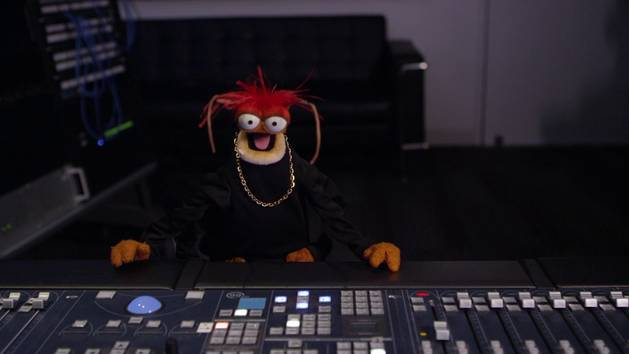 Pepe Takes Charge at YouTube Space L.A. | The Muppets