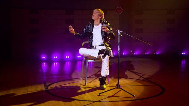 Videoclip Austin y Ally - Living The Moment