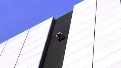 Real-life Spiderman Climbs Hong Kong Skyscraper