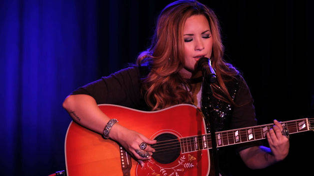 Catch Me/Don't Forget (An Intimate Performance) - Demi Lovato