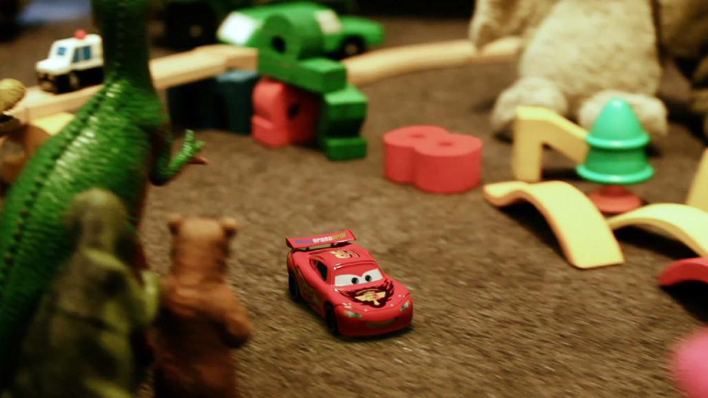 Колите се надпревара в... стаята с играчки