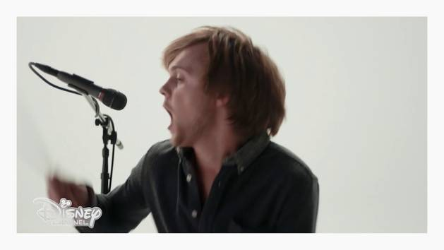 R5 - video musicale - Let's not be alone tonight