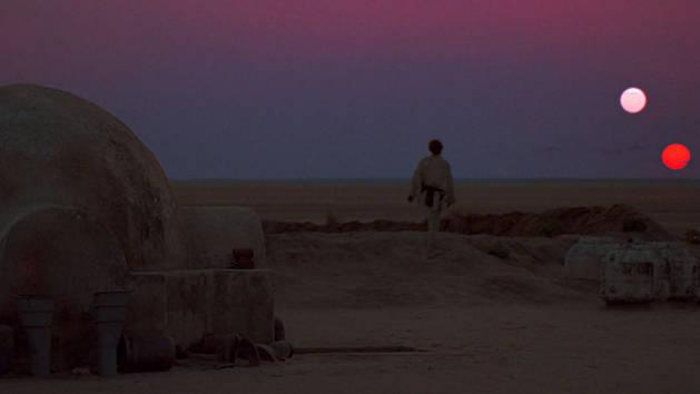 Star Wars - Luke ser ut över solnedgången