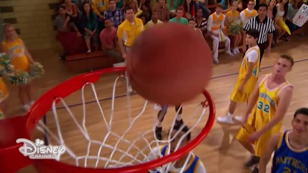 Austin & Ally - Cheerleader e giocatori di basket