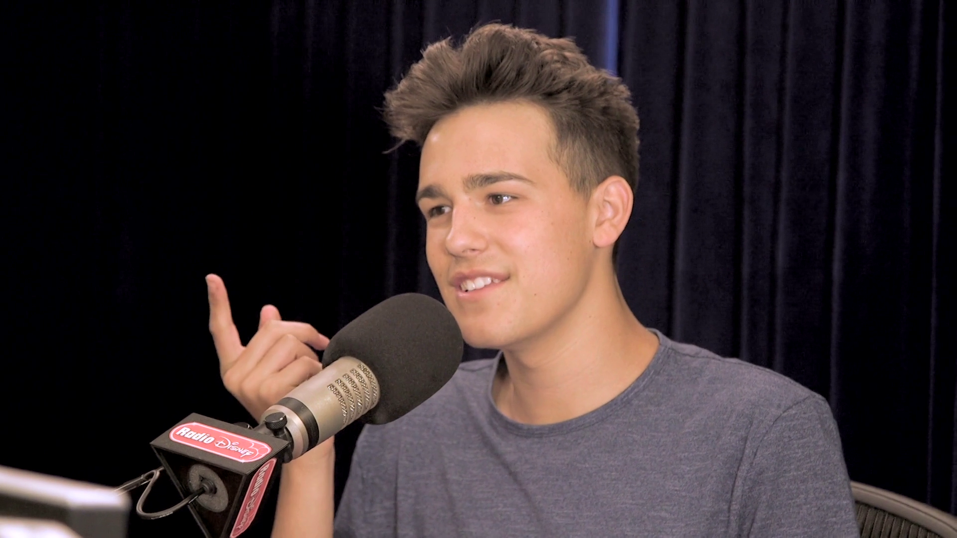 Jacob Whitesides on How to Take a Selfie - Radio Disney