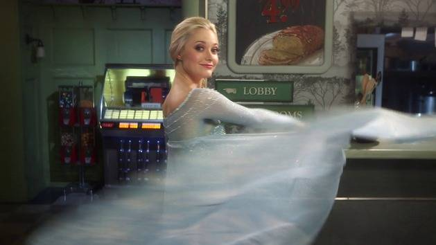 An Up-Close Look at the Costumes of Anna and Elsa - Disney Style