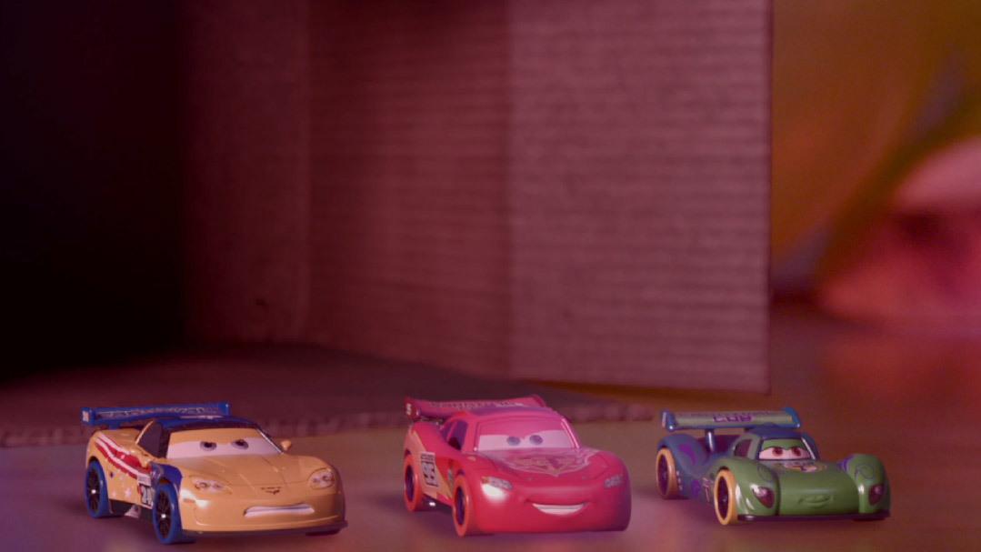 Auta - wyścig w salonie