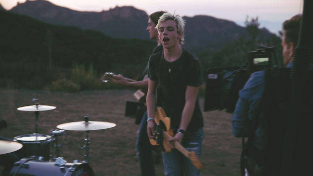 Pass Me By - Behind the Scenes - R5