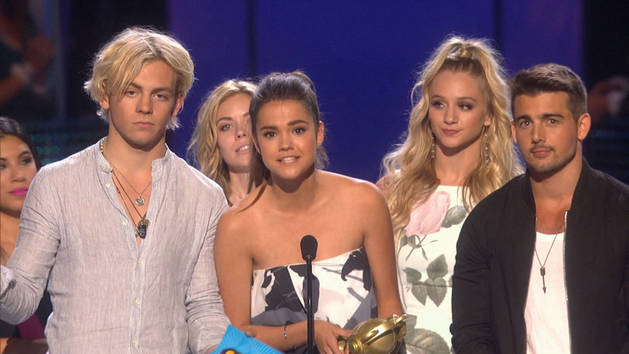 Cast of Teen Beach 2 - Presenters for The Bestest - Song of the Year