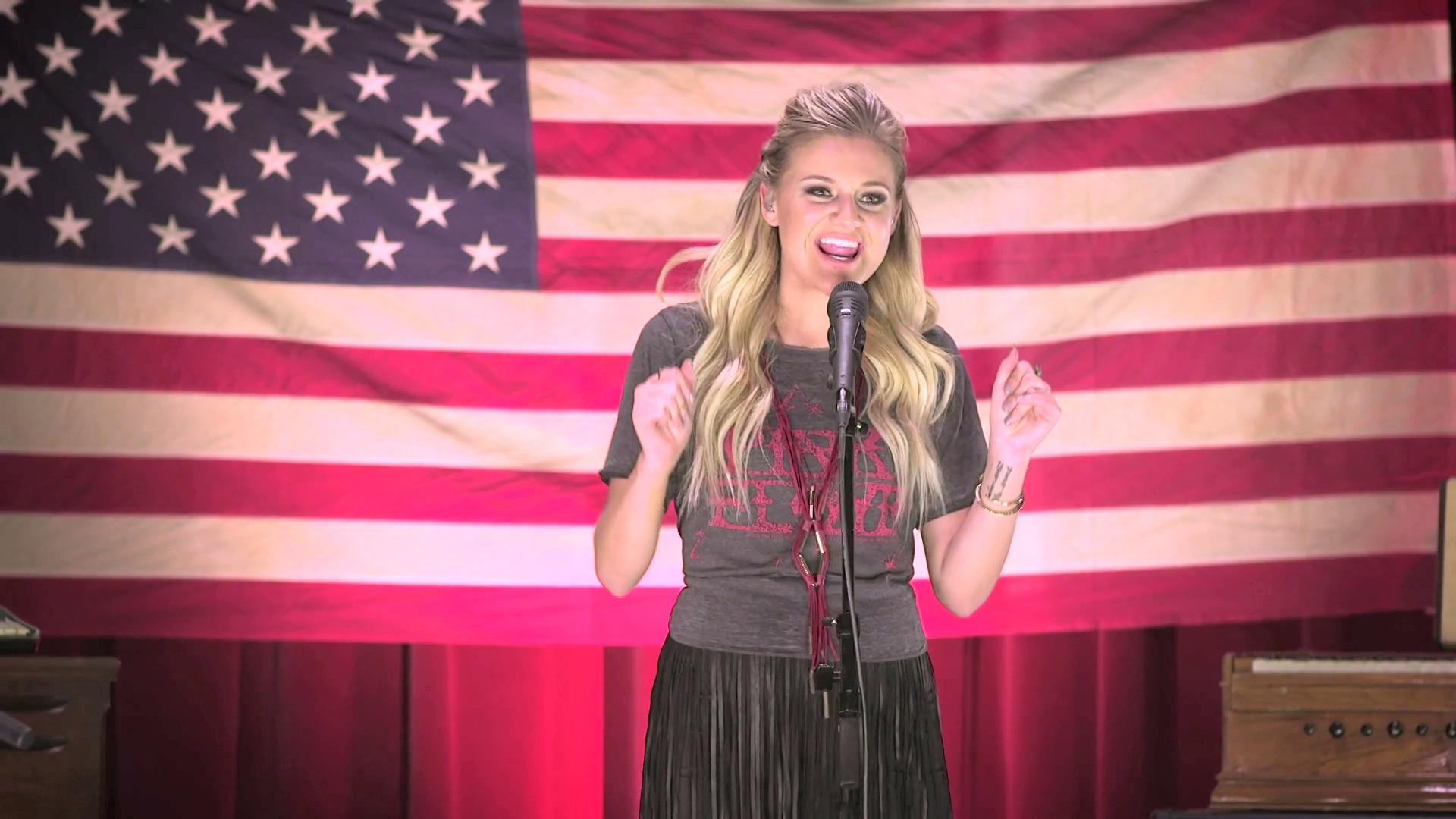 """Square Pegs"" - Kelsea Ballerini 