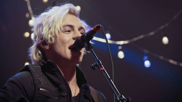 """""""Heart Made Up On You"""" Acoustic Live Performance - R5"""