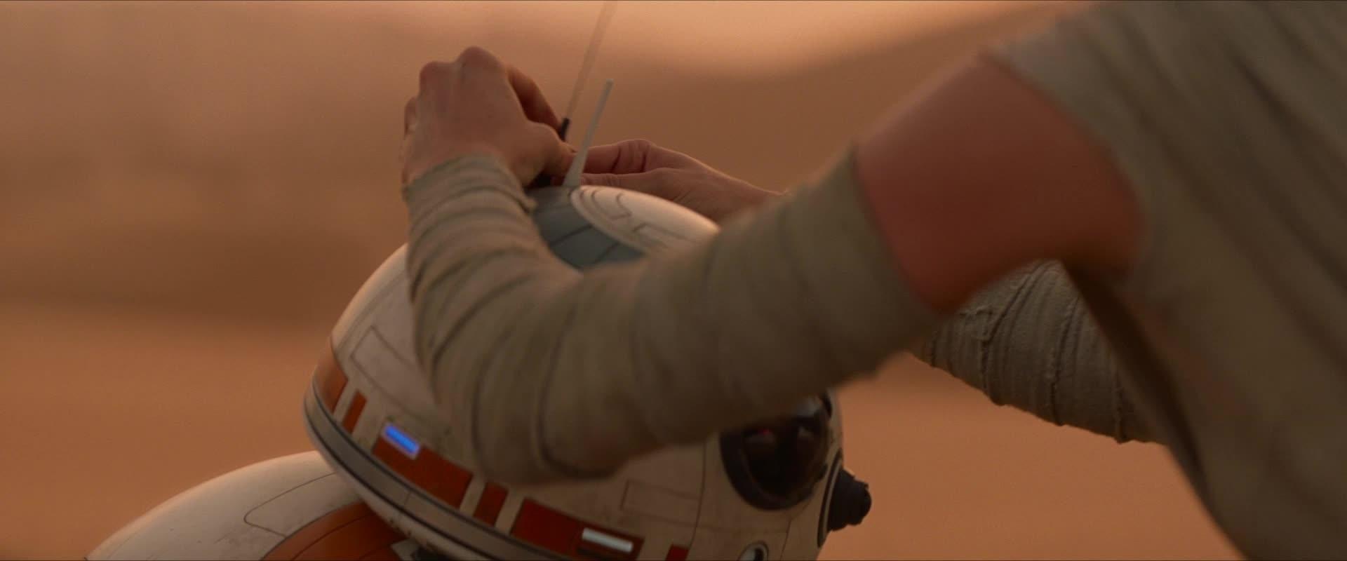 Rey conhece BB-8