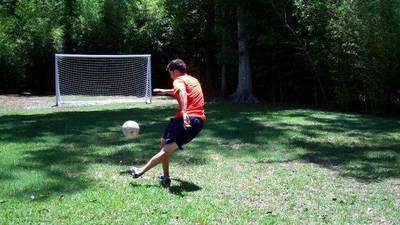 How to do a Rabona - Soccer Tricks like Cristiano Ronaldo