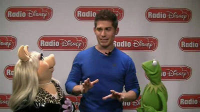 Miss Piggy and Kermit - Celebrity Take with Jake