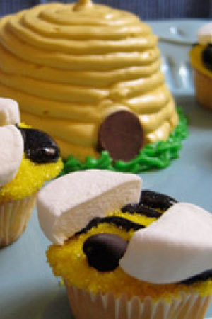 Buzz Worthy Bee Cupcakes and Hive
