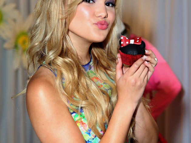Olivia Holt relaxing in the 2013 RDMA Minnie Lounge