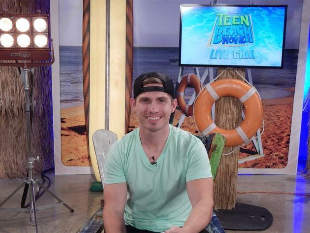 Jake is hanging out with the cast of Teen Beach Movie during the Live Chat tomorrow at 11a/10c!