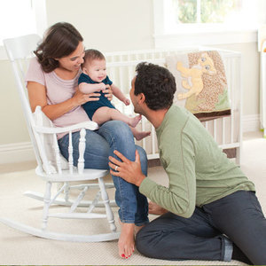 wiegen sie ihr baby in den schlaf disney baby de. Black Bedroom Furniture Sets. Home Design Ideas