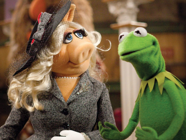Miss Piggy is flustered by Kermit